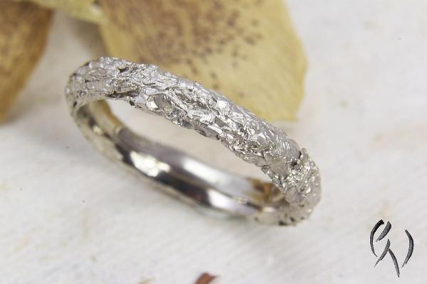Ring Zerknittert, Weißgold 585/-, schmal, oval