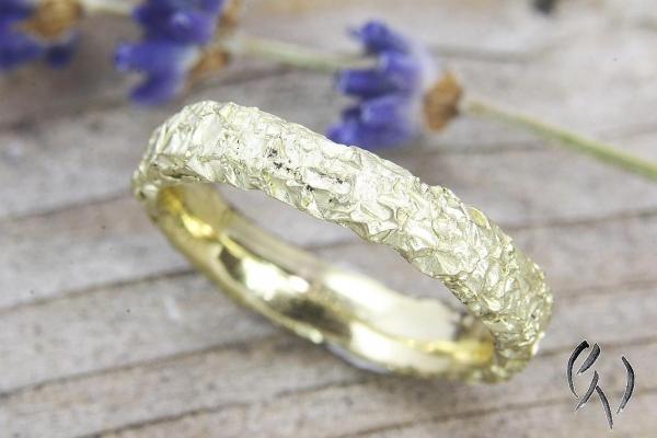 Ring Zerknittert, Gold 585/-, schmal, eckig