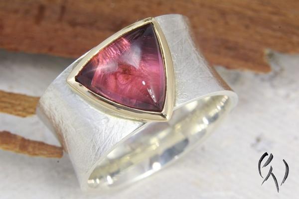 Ring Raeka, Silber 925/-  mit großem pinkfarbenen Turmalin
