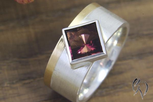 Ring Zahabou, Silber 925/- und Gold 750/- mit pflaumenfarbenem Turmalin